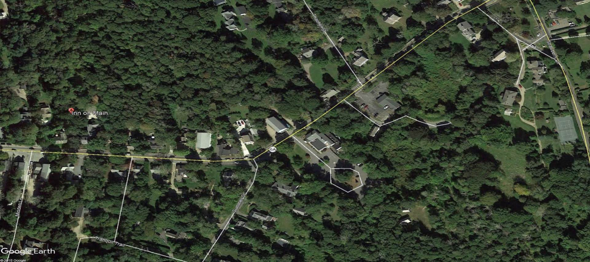 Satelite view of Inn on Main property surrounded by trees and other properties